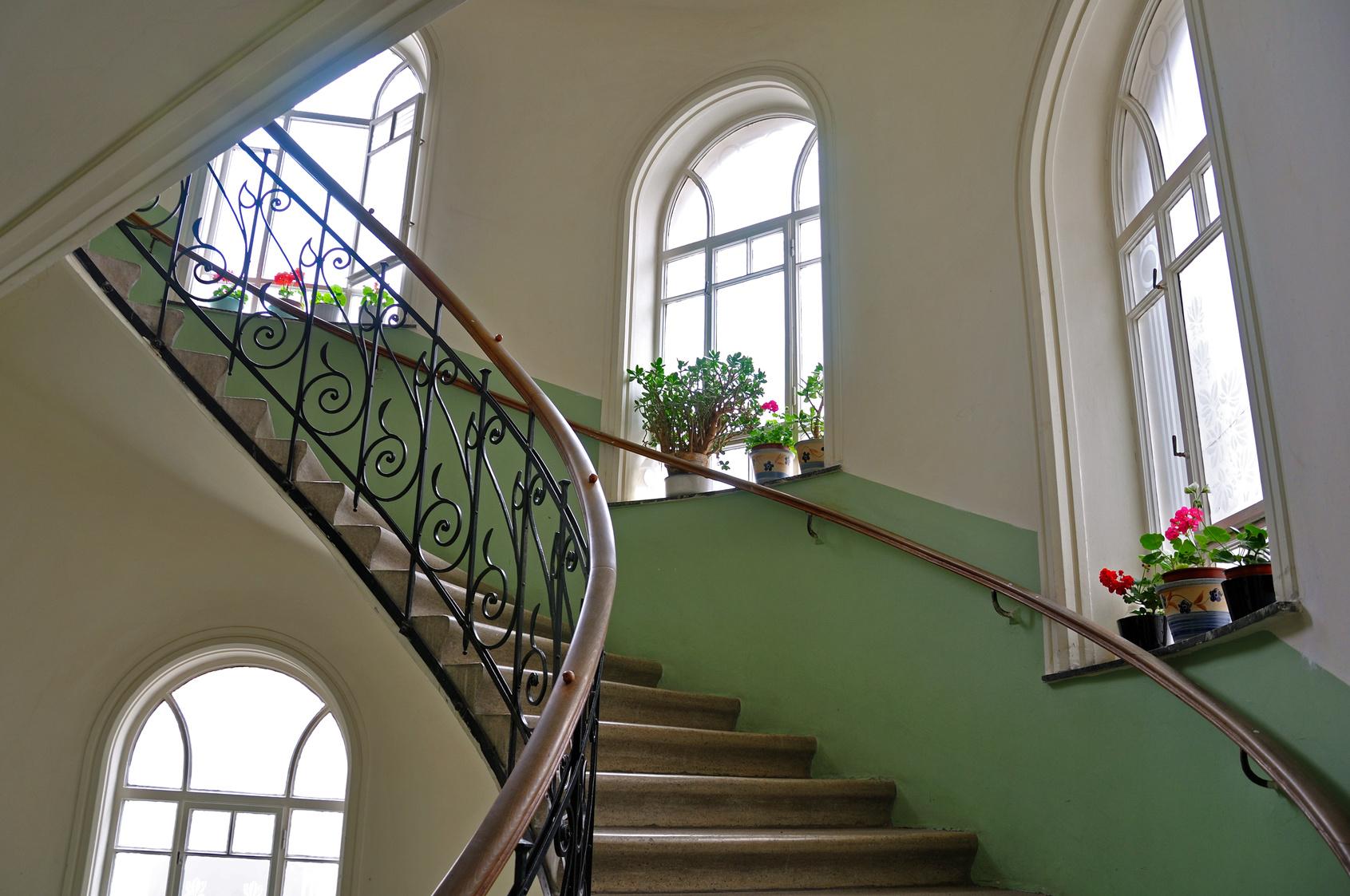 Treppenhaus gestalten beispiele  Treppenhaus streichen – vom Stiefkind zum Besucherliebling | Mein ...