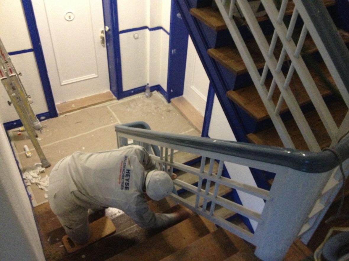 vorarbeiten treppen sanieren treppenstufen aufarbeiten gel nder lackieren malerarbeiten. Black Bedroom Furniture Sets. Home Design Ideas