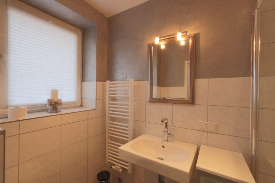 ein neues badezimmer entsteht kundin ist restlos begeistert mein. Black Bedroom Furniture Sets. Home Design Ideas