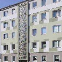 Kreativer Anblick der neu gestrichenen Fassade