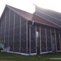 Holzfasergedämmte Fassade zum Armieren vorbereitet