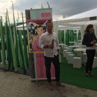 Karim Rashid präsentiert seine neue Tapetenkollektion