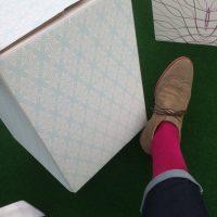Tolle Idee - Sitzmöbel aus Pappe mit Tapeten von Karim Rashid tapeziert
