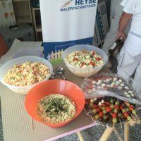 Ein Grillfest zum Abschied mit leckerem Essen und Salaten von Monika Kiesow