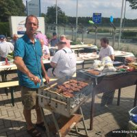 Zum Abschied von Ralf Prager gibt es leckeres Essen - Grillmeister Ecki verwöhnt die Gaumen