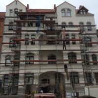 Fassade mit Gerüst
