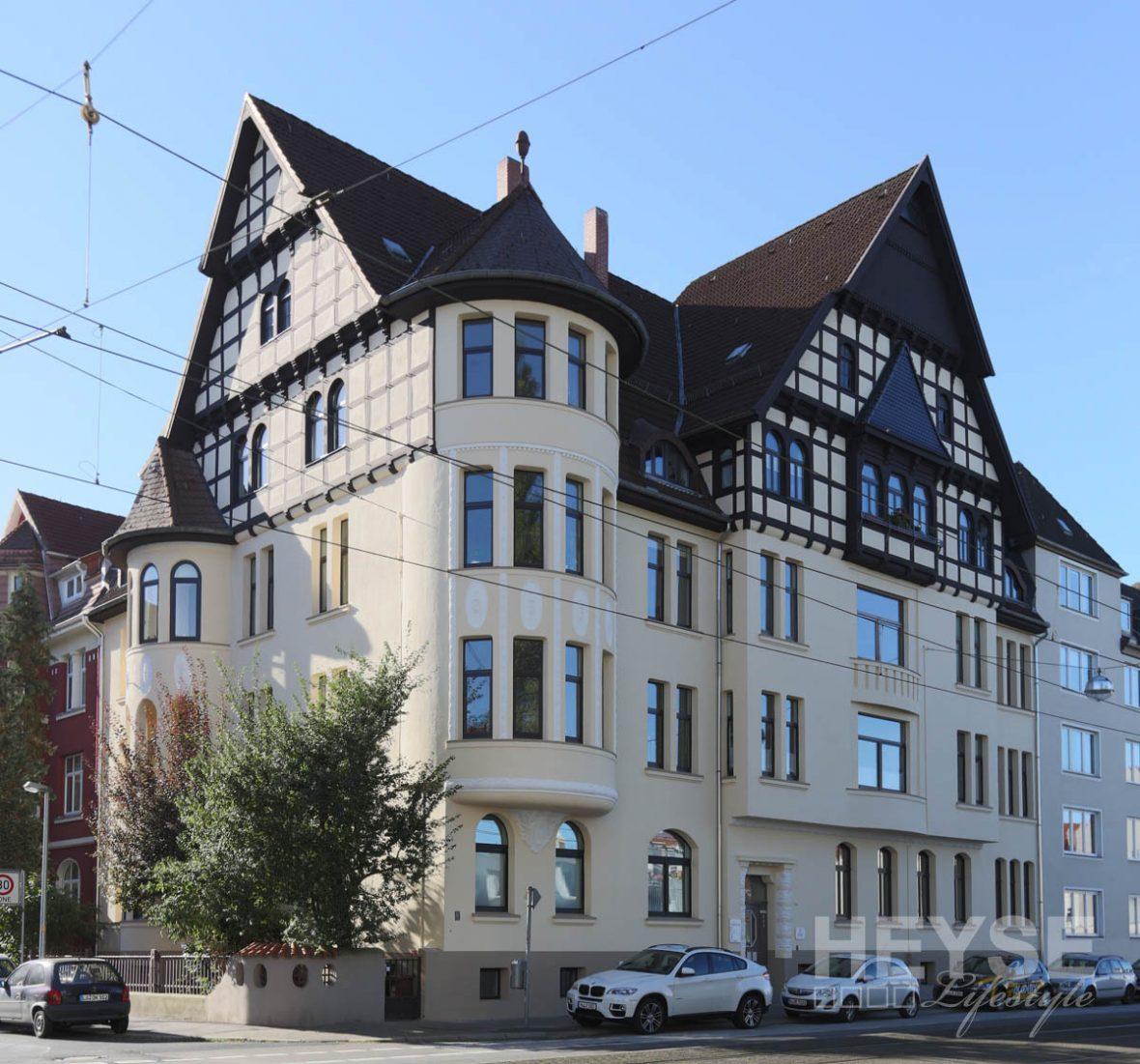 sanierung fassade fachwerk balkon und fenster mehrfamilienhaus in der list. Black Bedroom Furniture Sets. Home Design Ideas