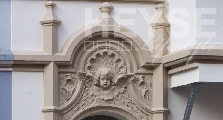 Florale Ornamente - Stucksanierung Stilfassade