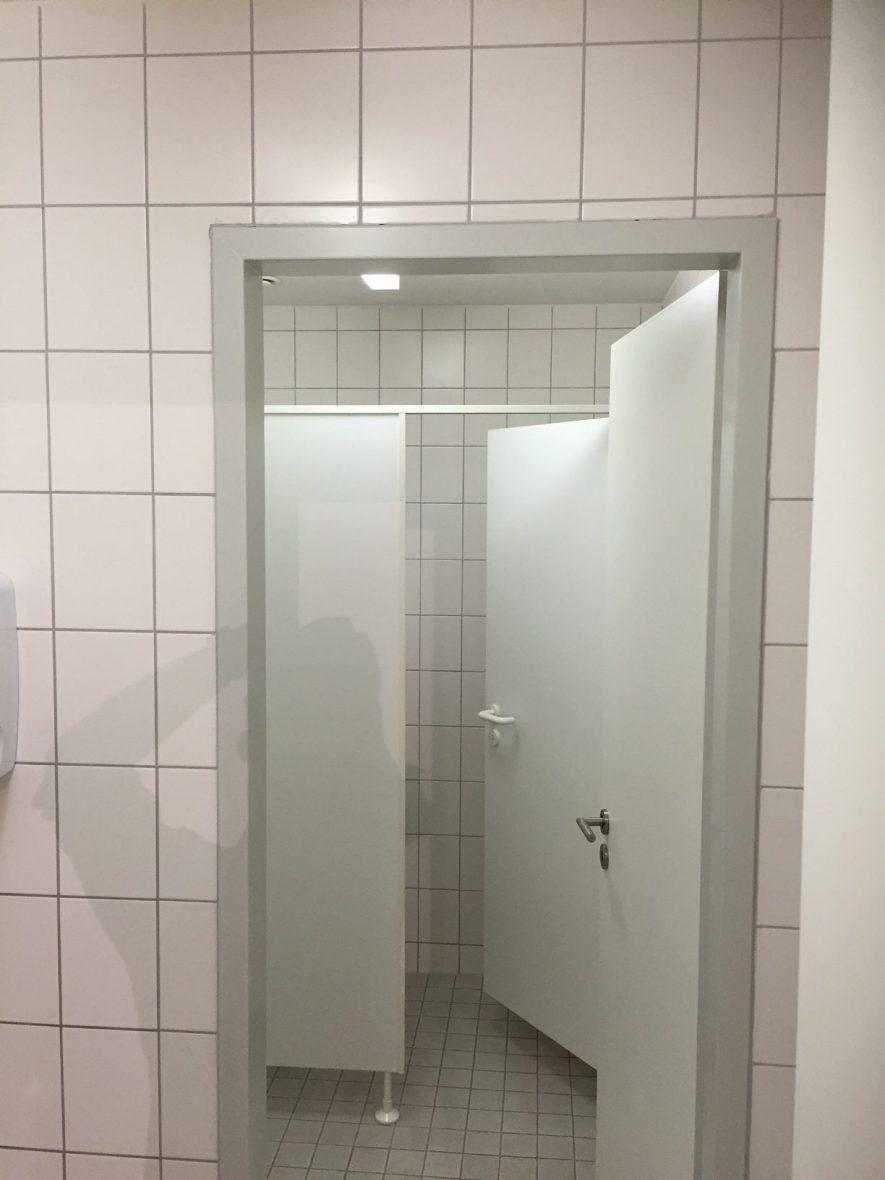 wc-vorher-mit-fliesen-2 - Mein-Maler.de