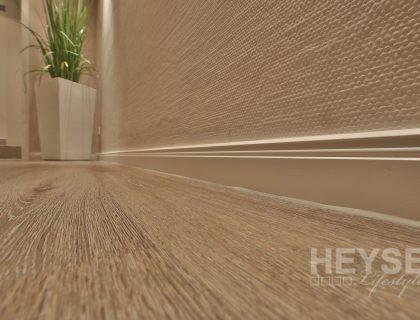 Designbelag in Holzoptik und Hamburger Fußleiste