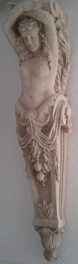 Karyatide (Weibliche Figur) - Figur als Träger von Gesimsen und Verdachungen
