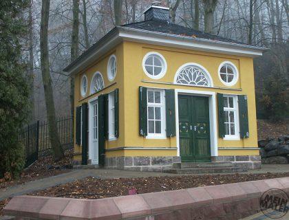 Abtragung und Neubau, Teehaus in Lauterbach