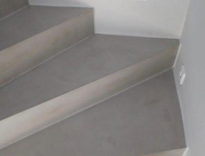 Fugenloser Designbelag in Betonoptik von Savamea