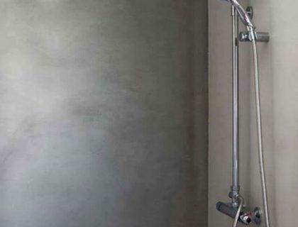 Dusche wasserdicht in Betonoptik gespachtelt