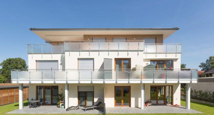 Fassadendämmung Appartementhaus Balkonseite