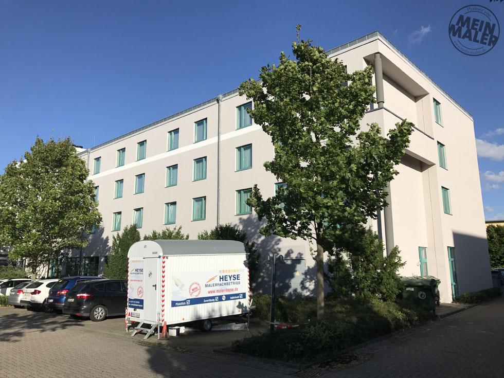 Neuer Look für die Fassade vom H+ Hotel Hannover
