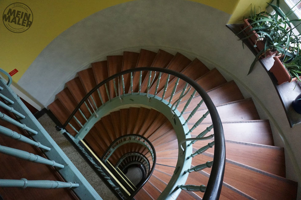 treppenhaus treppenaufgang in mehrfamilienhaus. Black Bedroom Furniture Sets. Home Design Ideas