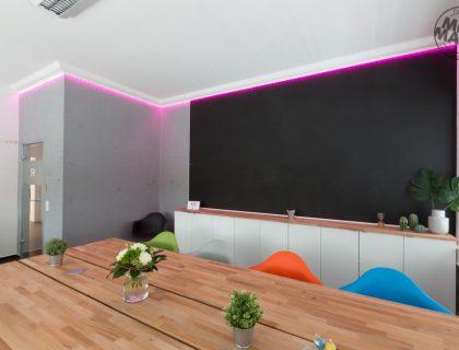 Sichtbeton Betonschalungsfuge Stuck NMC Homedecor Betonoptik Magnetwand Tafellack LED Lichtdesign 12